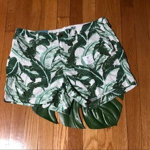 Old Navy Palm leaf shorts 5in inseam